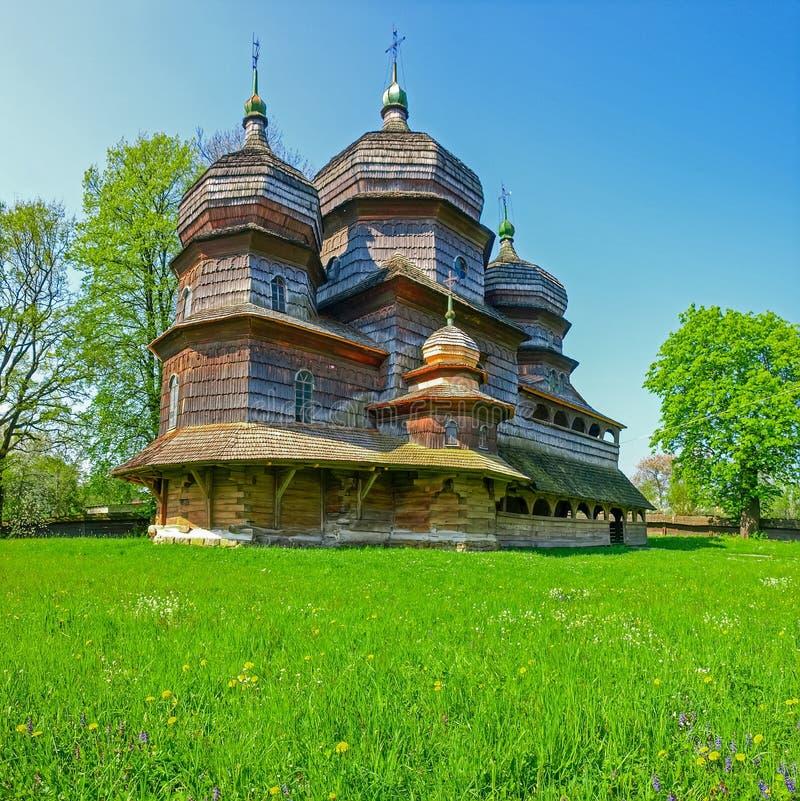 L'église de St George en bois antique dans Drohobych, Ukraine images stock