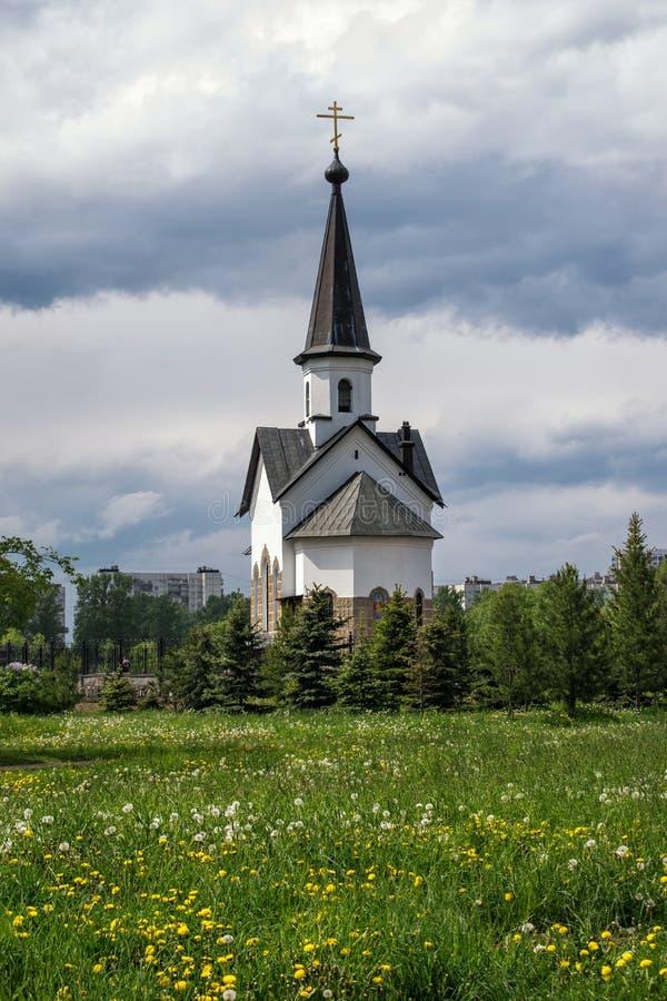 L'église de St George en parc de Pulkovo à St Petersburg image libre de droits
