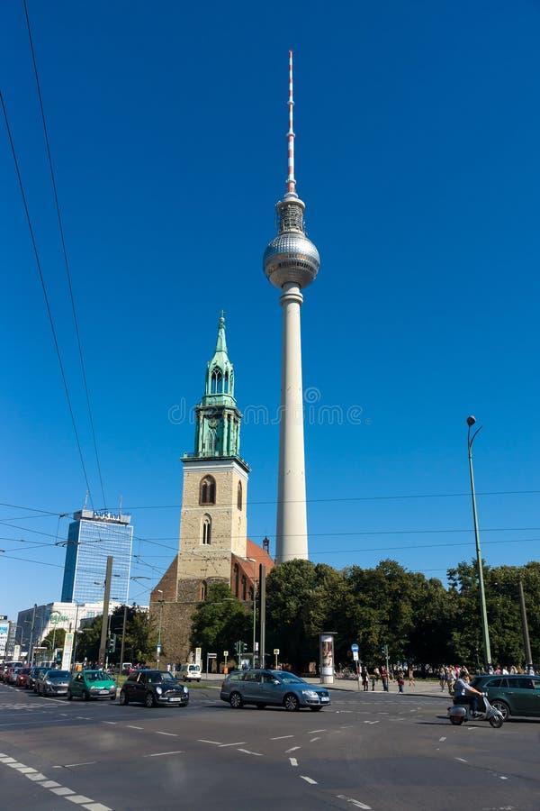 L'église de St Mary (Marienkirche) et la tour de Berlin TV photographie stock
