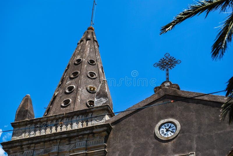 L'église des solides solubles Trinité dans le ` de Forza d agro sicily images libres de droits