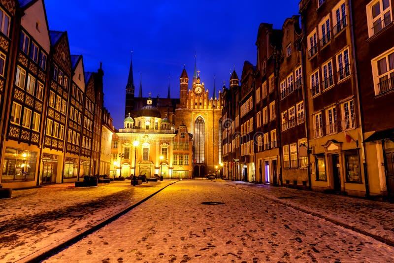L'église et la chapelle royale de St Mary de Danzig, vue d'hiver de nuit, temps de Noël, Pologne images libres de droits