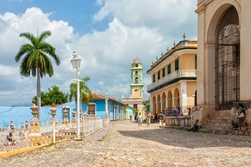 L'église et le monastère de St Francis ont regardé du maire de plaza photo stock