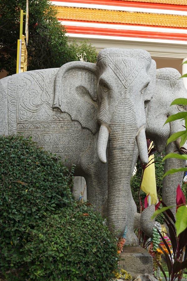 L'éléphant d'Erawan ou trois éléphants dirigent la statue photo stock