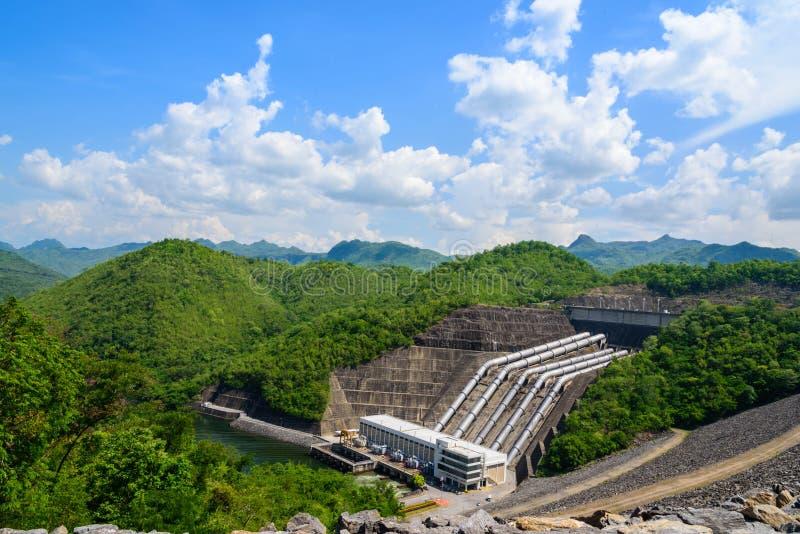 L'électricité des usines d'hydroélectricité, barrages Srinakarin photo libre de droits