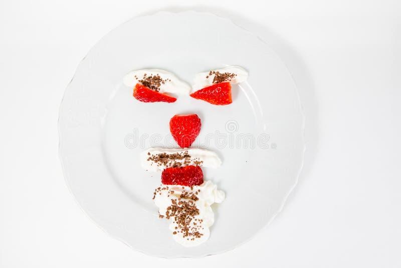 L'émoticône font à partir des fraises indiquant - pour s'occuper de votre poids corporel photos stock