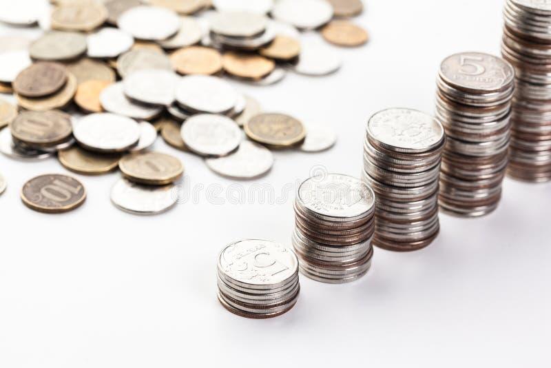 L'épargne, colonnes croissantes des pièces de monnaie photo libre de droits
