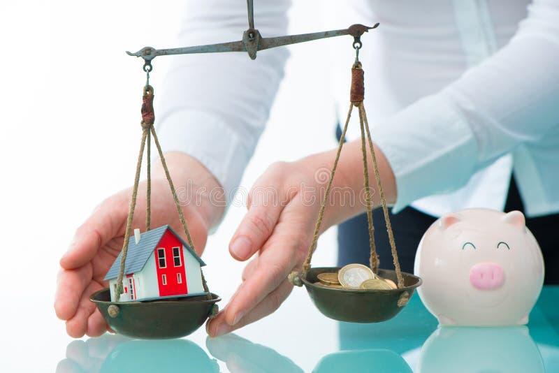 L'épargne ou concept d'investissement immobilier images stock