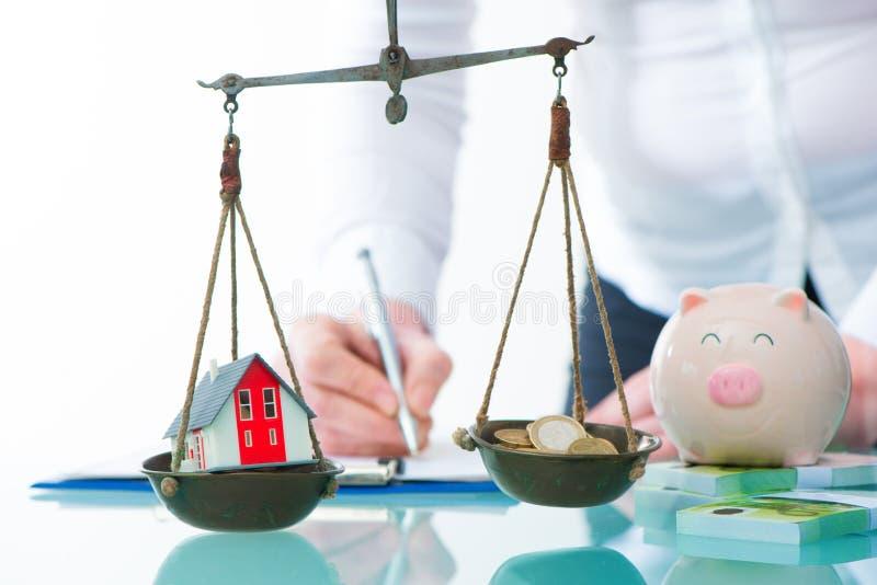 L'épargne ou concept d'investissement immobilier images libres de droits
