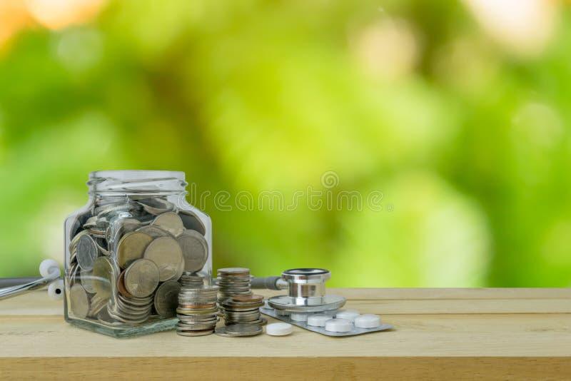 L'épargne prévoit pour les soins de santé et la médecine, concept financier images stock