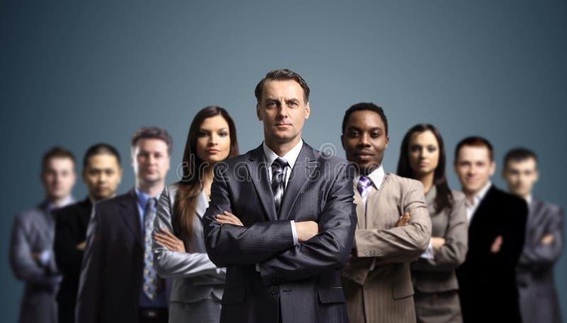 L'équipe d'affaires a formé de jeunes hommes d'affaires photos stock