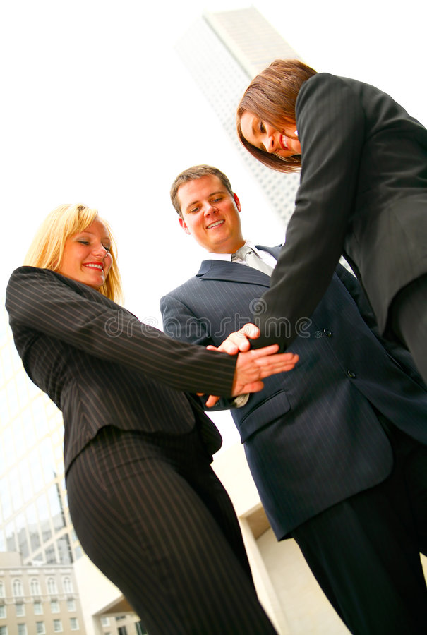 L'équipe d'affaires joignent la main image libre de droits