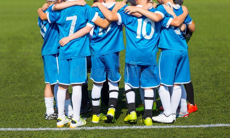 L'équipe de football de sport avec l'entraîneur Groupez la photo images stock