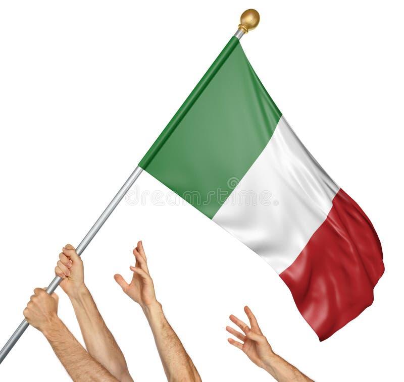 L'équipe de peuples remet soulever l'Italie drapeau national photos stock