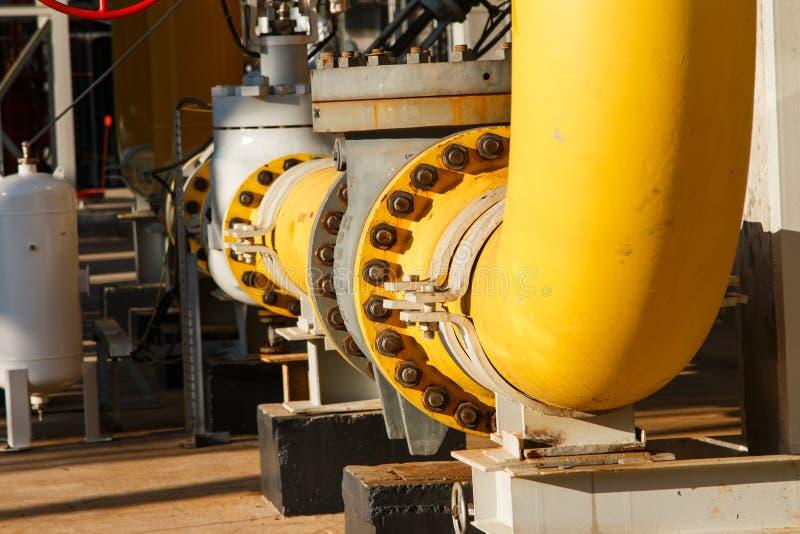 L'équipement du raffinage du pétrole images stock