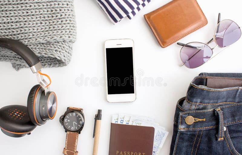 L'été de femme vêtx la collection sur le blanc, configuration d'appartement, vue supérieure photographie stock libre de droits