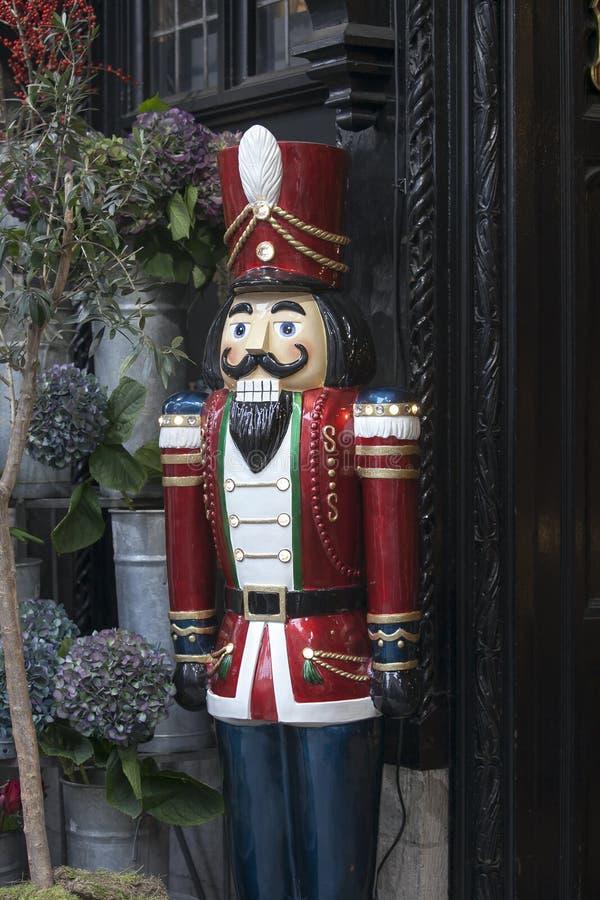 L'étalage du magasin de liberté en Regent Street, Londres En 1875 le magasin ouvert est identifié avec les marchandises de luxe photos libres de droits