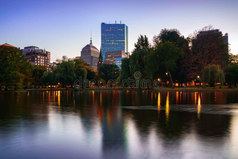 L'étang au jardin public de Boston image stock