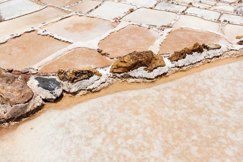 L'étang de sel à Maras et à x28 ; Salinas de Maras& x29 ; près de Cusco, le Pérou photos libres de droits