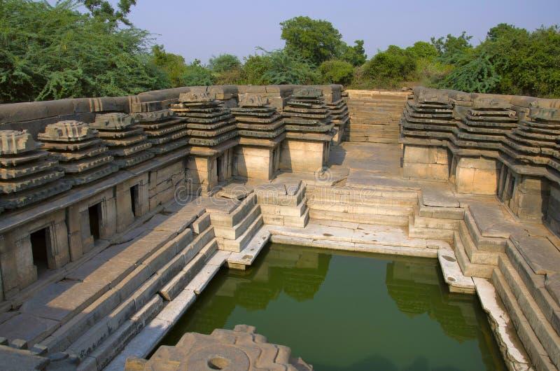 L'étape avec des étapes décoratives a bien appelé Jappadbavi, près du temple de Doddabasappa, Dambal, Karnataka photographie stock libre de droits