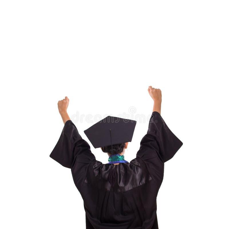 L'étudiant de graduation heureux soulève les deux bras, portrait sur le blanc photos stock