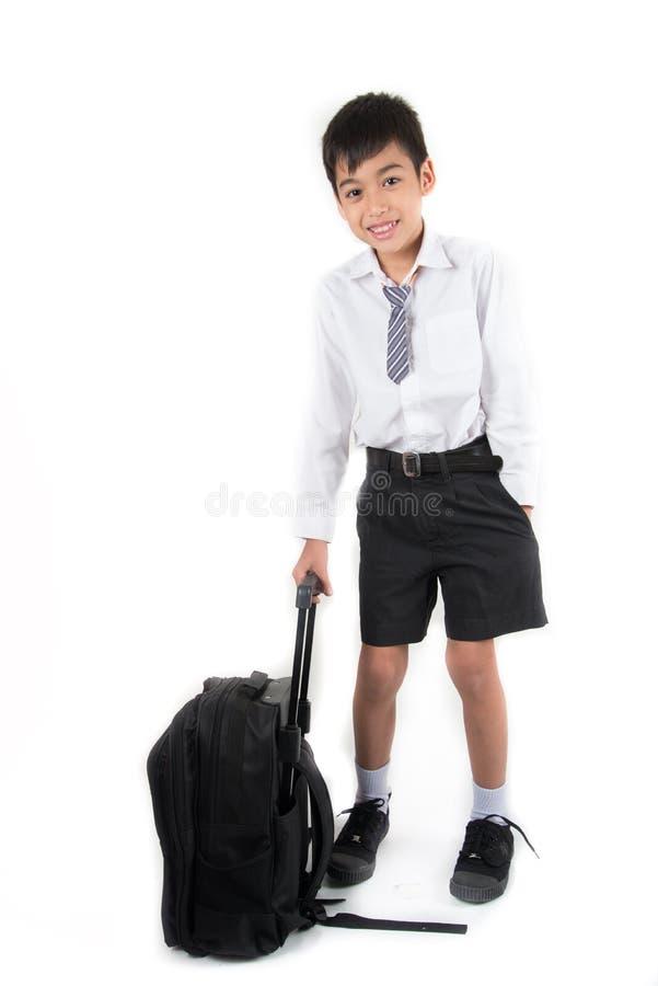 L'étudiant de port de petit écolier uniforme préparent pour le premier jour photographie stock libre de droits
