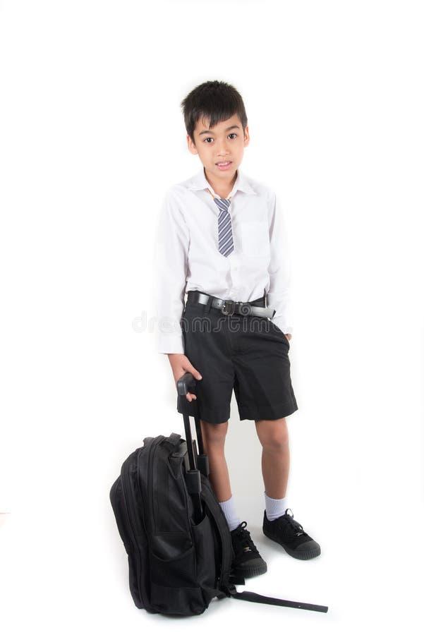 L'étudiant de port de petit écolier uniforme préparent pour le premier jour images libres de droits