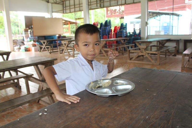 L'étudiant thaïlandais doit apprécier dans le temps de déjeuner photographie stock libre de droits