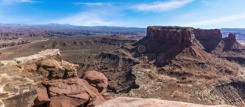 L'île dans le ciel du point de vue grand donnent sur en parc national de Canyonlands image libre de droits