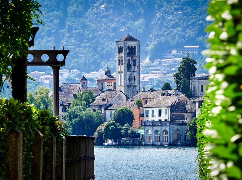 L'île de San Giulio par le lac italien - ` Orta, Piemonte, Italie du lago d photographie stock libre de droits
