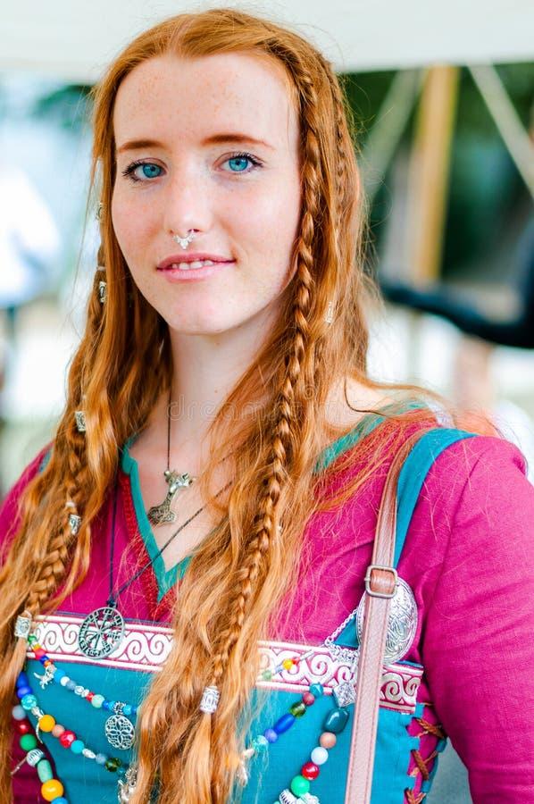 2018-10_06 L`Île Sur La Sorgue (France) Viking aux cheveux roux, yeux bleus, éditorial image libre de droits