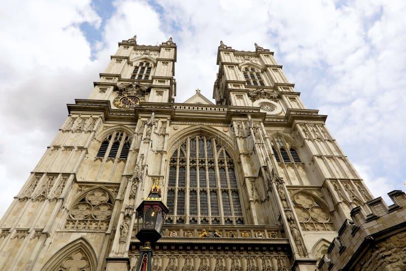 L'abbazia di Westminster, Londra, cercante ad ovest affronta fotografie stock