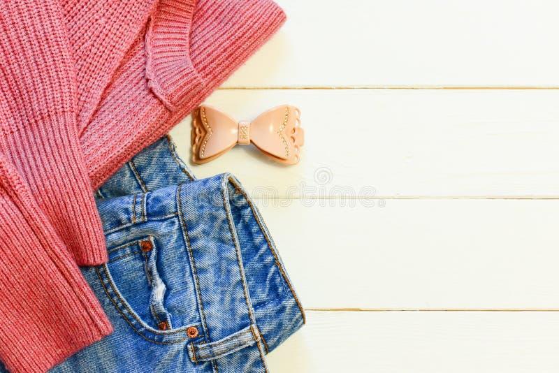 L'abbigliamento Casual Delle Donne Le Blue Jeans Femminili ...