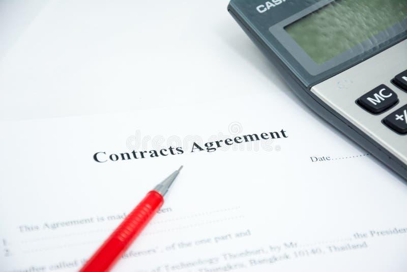 L'accord de contrats se connectent le papier de document photographie stock libre de droits