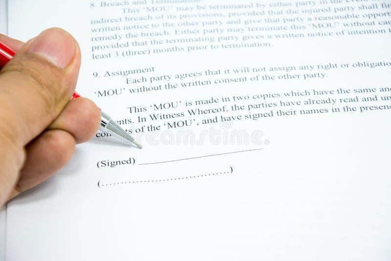 L'accord de contrats se connectent le papier de document images libres de droits