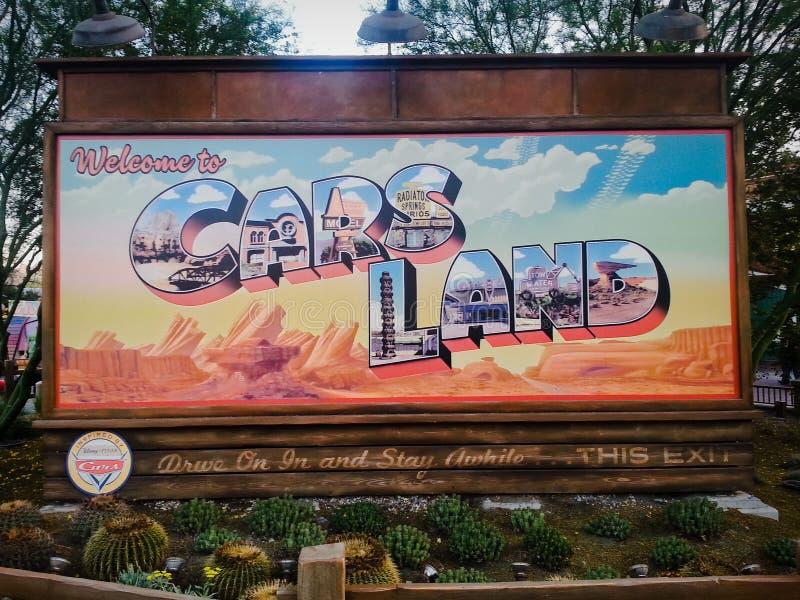 L'accueil d'états de signe aux voitures débarquent à Disney image stock
