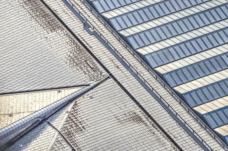 L'acier inoxydable rencontre les panneaux solaires en verre et photographie stock libre de droits