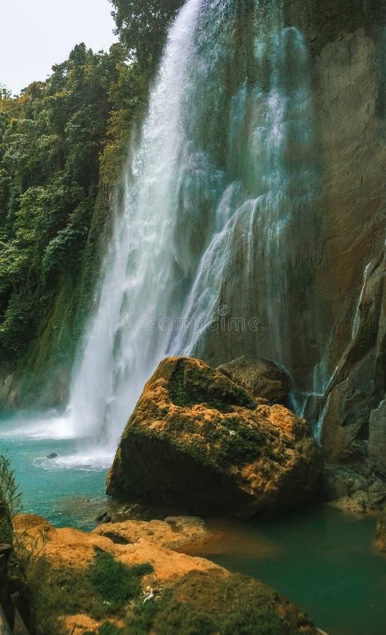 L'acqua cade a Sukabumi indonesia immagine stock libera da diritti