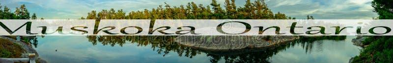 L'acqua calma del lago sparata nel paese Ontario del cottage di muskoka, testo pubblicato alla foto dello showwhere è stata presa fotografia stock libera da diritti