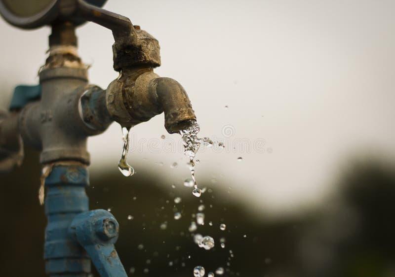L'acqua di rubinetto fotografie stock libere da diritti