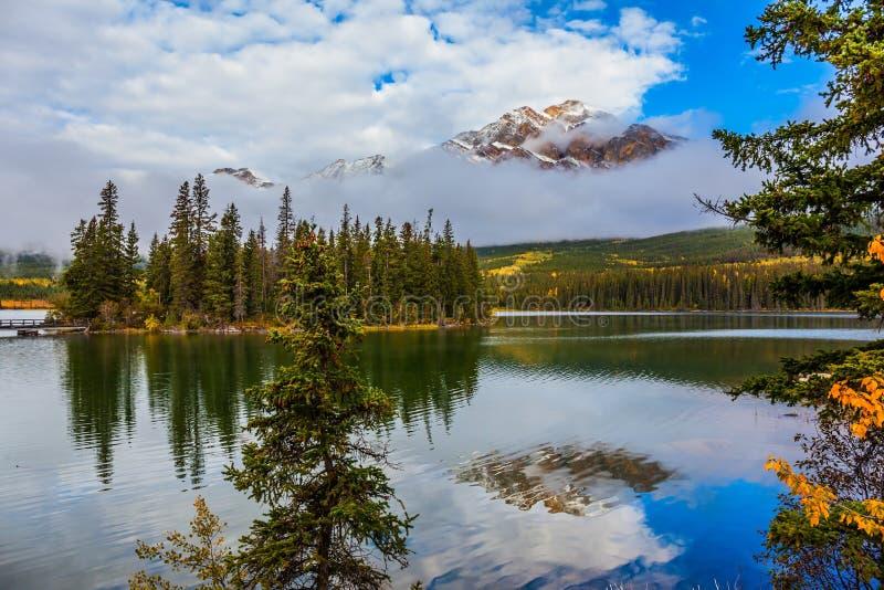 L'acqua fredda liscia fotografia stock libera da diritti
