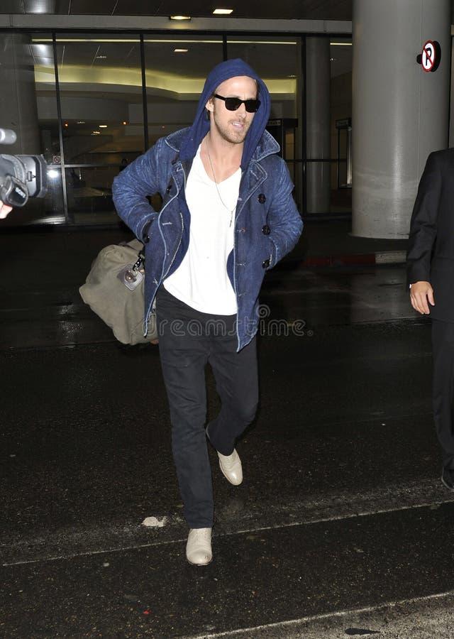 L'acteur Ryan Gossling est tous les sourires chez LAX image stock