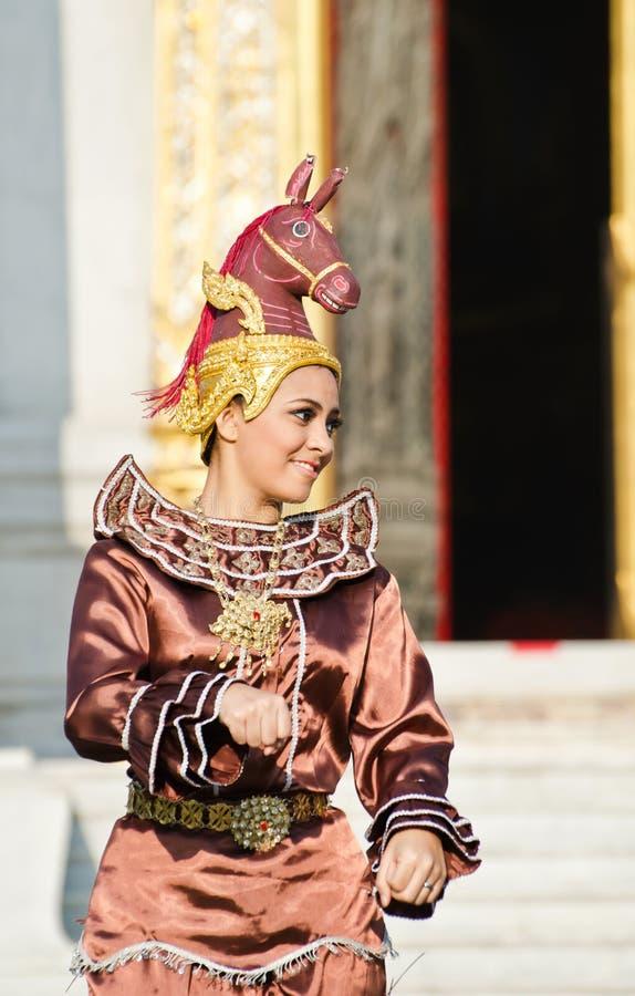 L'actrice non identifiée affichent la danse de leela d'asawa photographie stock
