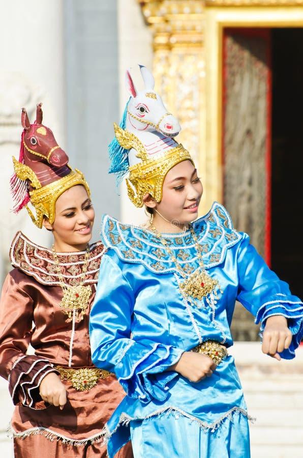 L'actrice non identifiée affichent la danse de leela d'asawa image stock
