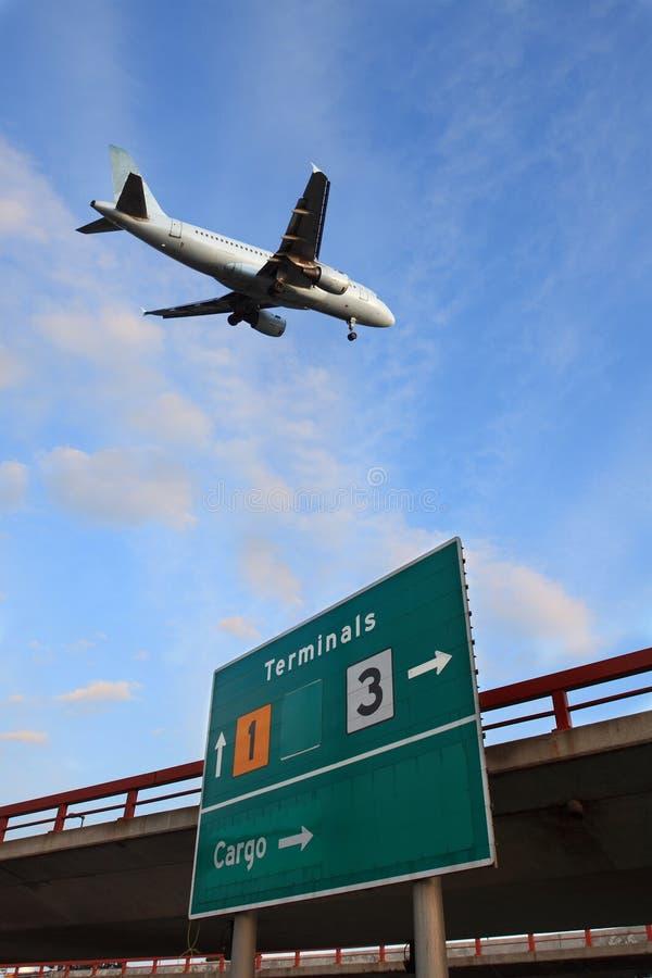 L'aereo di aria arriva fotografia stock libera da diritti
