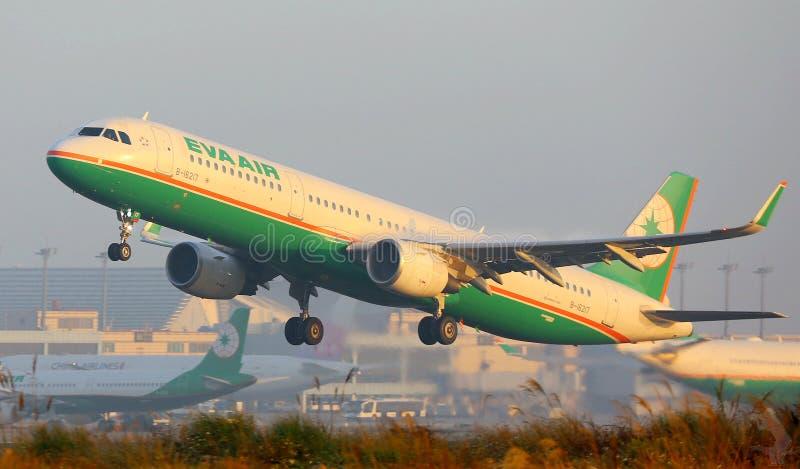L'aereo Di Eva Air Decolla Dominio Pubblico Gratuito Cc0 Immagine