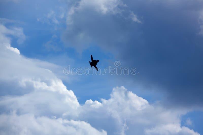 L'aereo nel cielo immagini stock libere da diritti