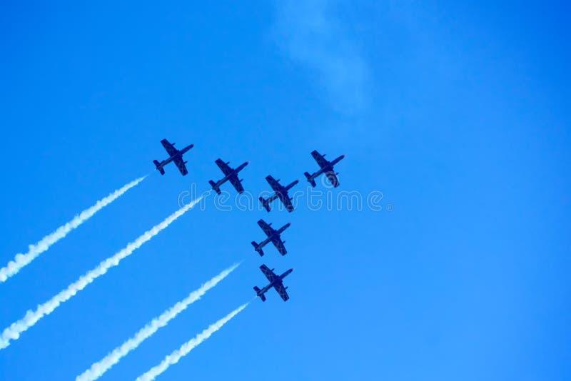 L'aereo nel cielo fotografie stock