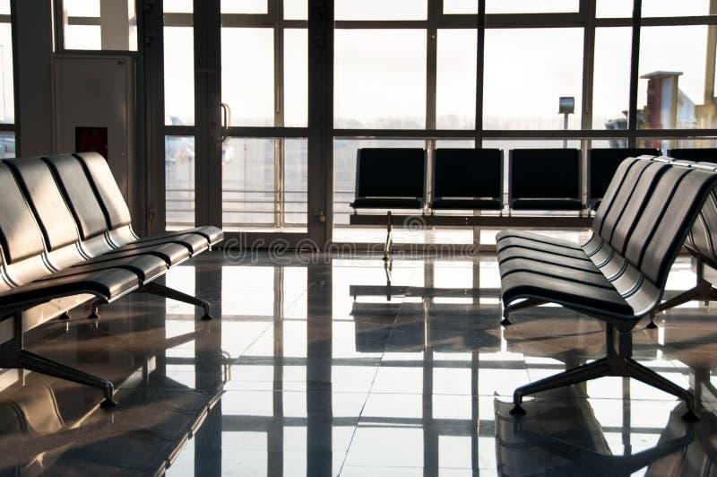 L'aeroporto si siede e grande finestra fotografia stock libera da diritti