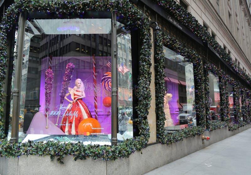 L'affichage de fenêtre de vacances aux sacs Fifth Avenue a intitulé la terre de ` du ` de 1000 plaisirs à Manhattan image libre de droits