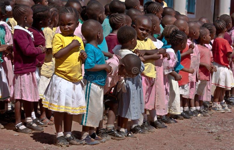 l'Africa, bambini al banco in Malindi, Kenia immagini stock libere da diritti